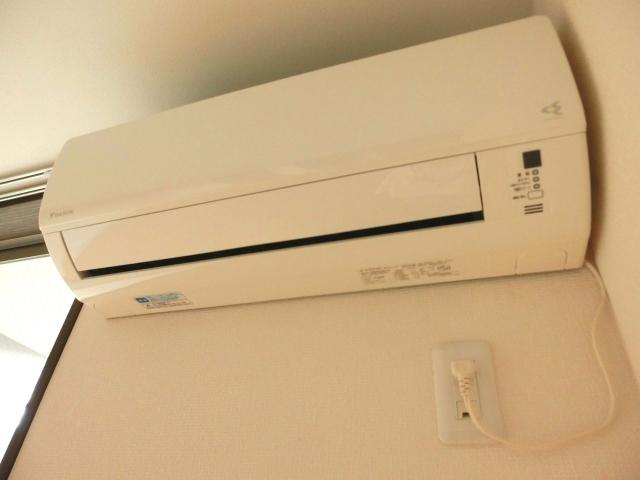 エアコン暖房は空気が乾燥する!?その理由と対策についての画像