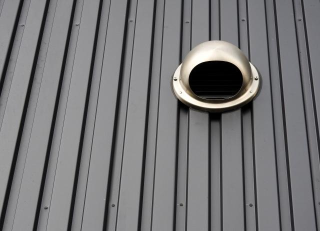 外壁に設置された換気口の画像