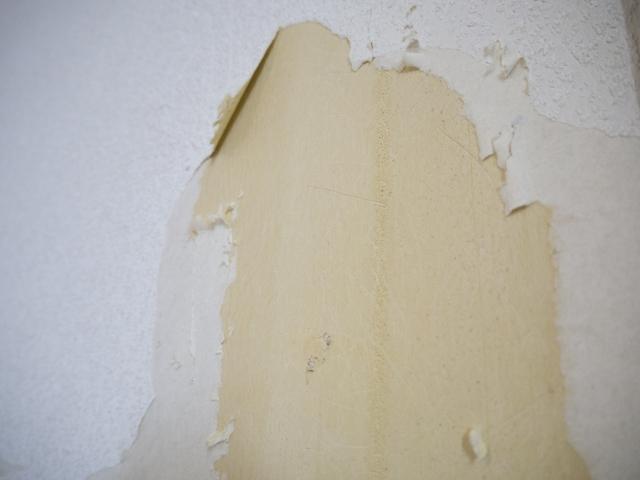 破れてしまった壁紙の画像