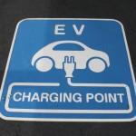 唯一、三菱だけが可能!電気自動車を蓄電池として利用!?